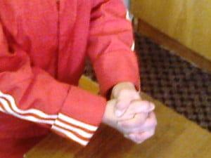 Три! Левый первый палец сверху.