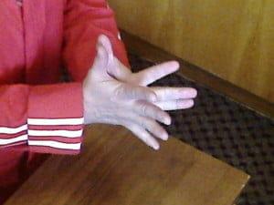Два! Передвинем все пальцы через один.