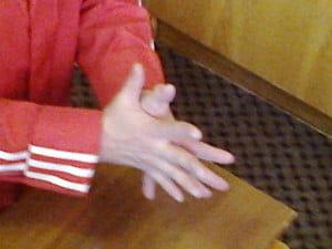 Три! Передвинем пальцы обратно через один.